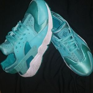 Nike Air Huarache Size 8 Seafoam Green